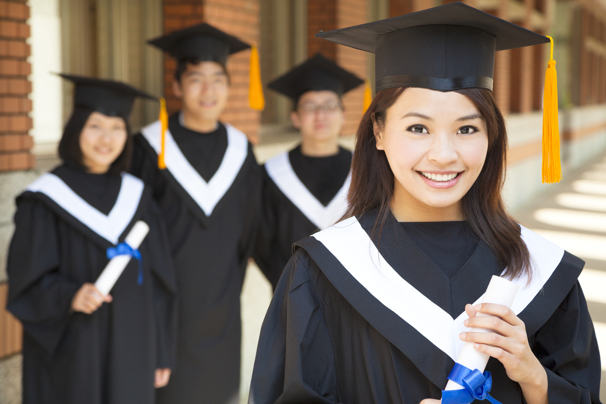 学生 卒業 海外