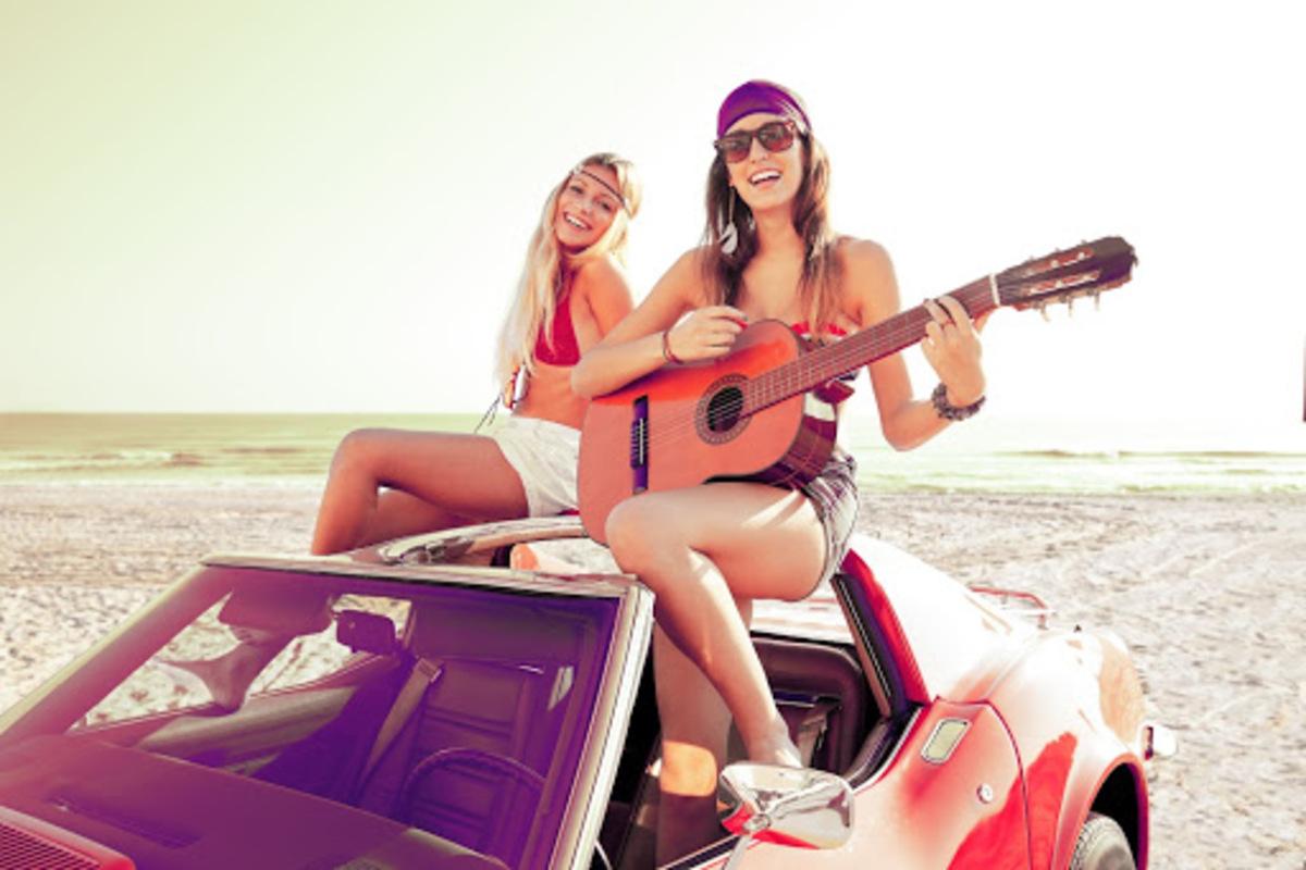 女性 ギター 車 ヒッピー