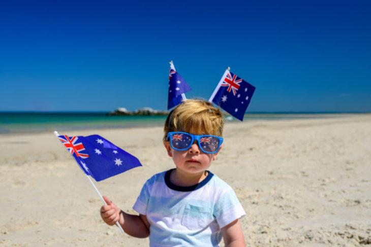男の子 ビーチ オーストラリア国旗